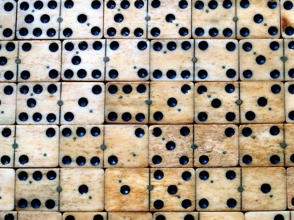 Bild zu Frühjahrs-Neuheiten-Spiel Domino