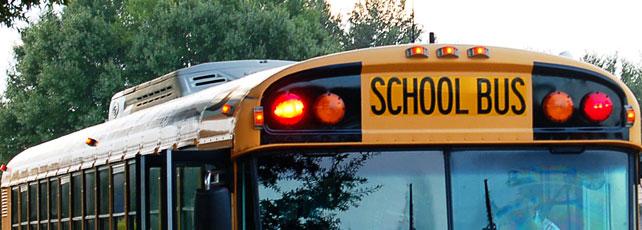 Spielen auf dem Weg zur Schule