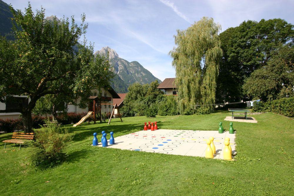 Urlaub im Spielehotel: Mensch ärgere dich nicht Gartenspiel