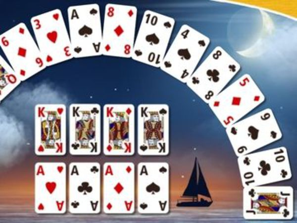 Bild zu Karten & Brett-Spiel Crescent Solitaire 2