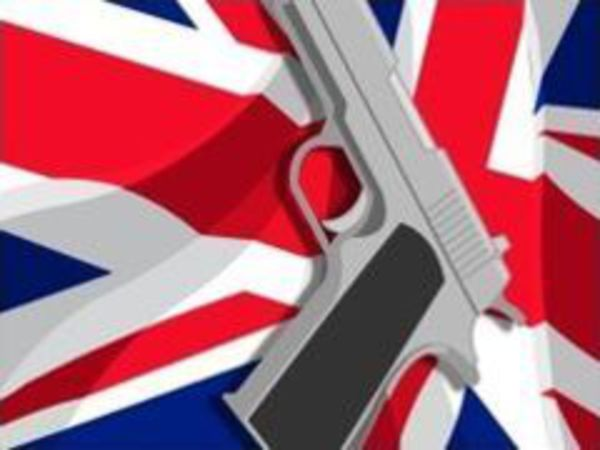 Bild zu Action-Spiel 007 Charles 2
